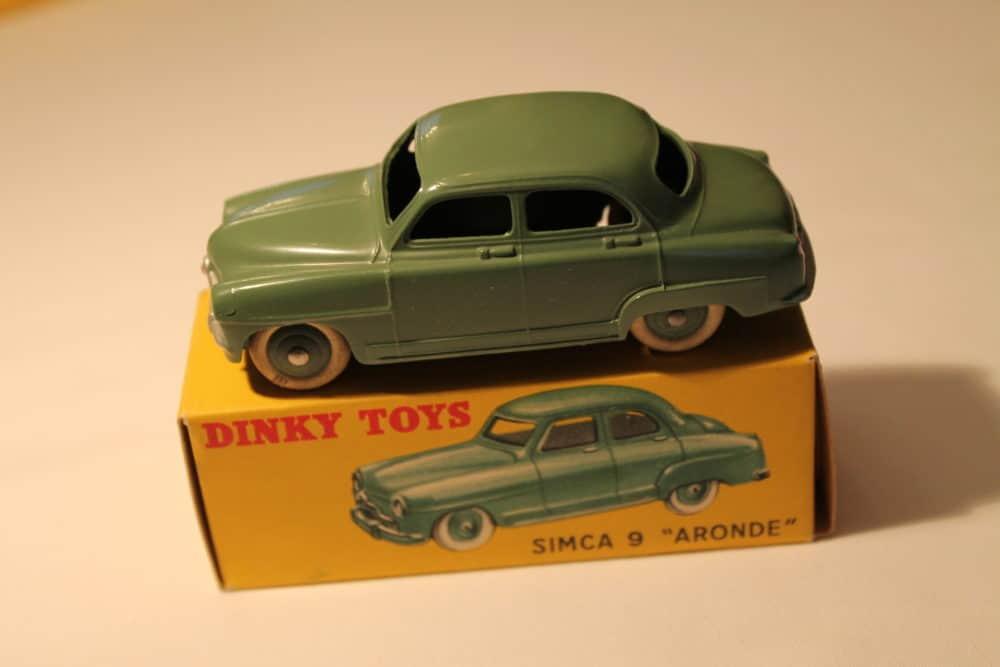 French Dinky 024U Simca 9 'Aronde'