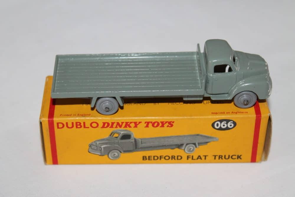 Dublo Dinky Toy 063 Commer Van-side