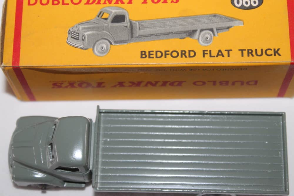 Dublo Dinky Toy 066 Bedford Flat Truck-top