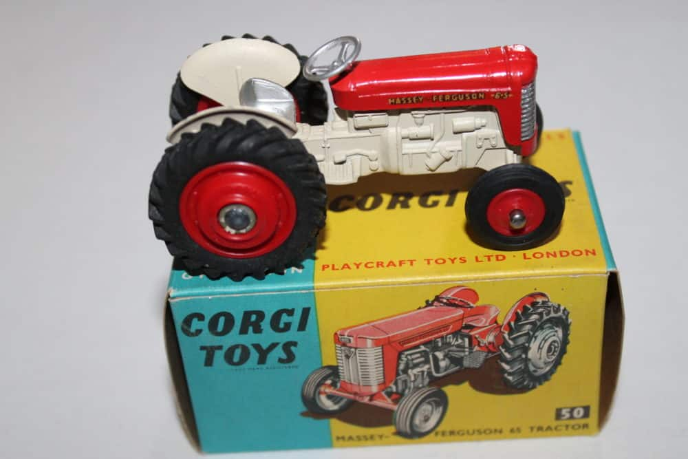 Corgi Toys 050 Massey Ferguson '65' Tractor-side