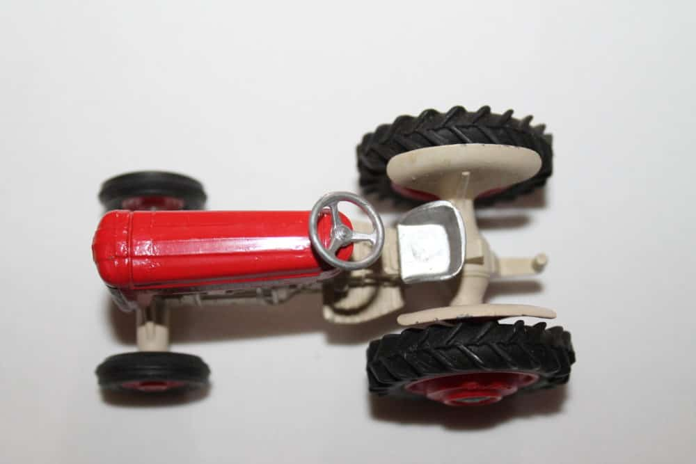 Corgi Toys 050 Massey Ferguson '65' Tractor-top