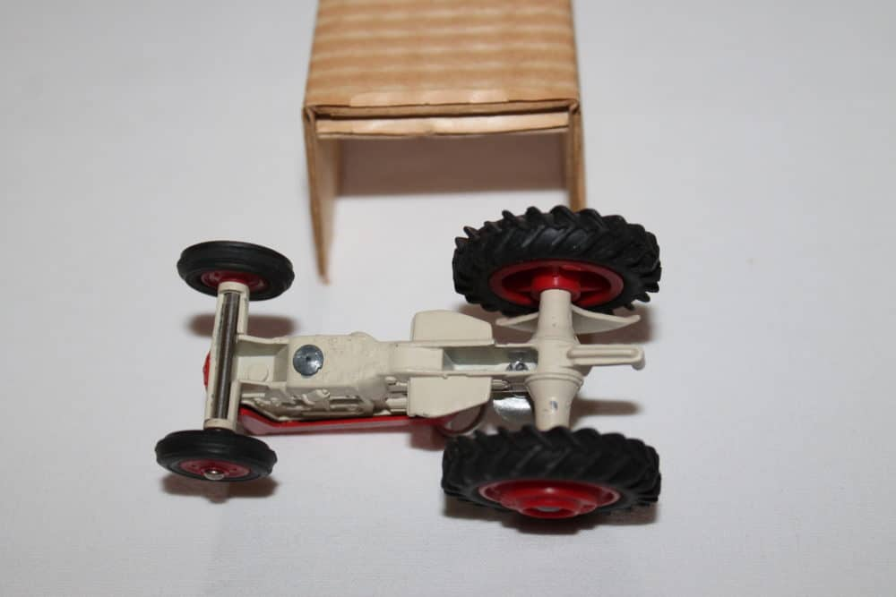 Corgi Toys 050 Massey Ferguson '65' Tractor-base