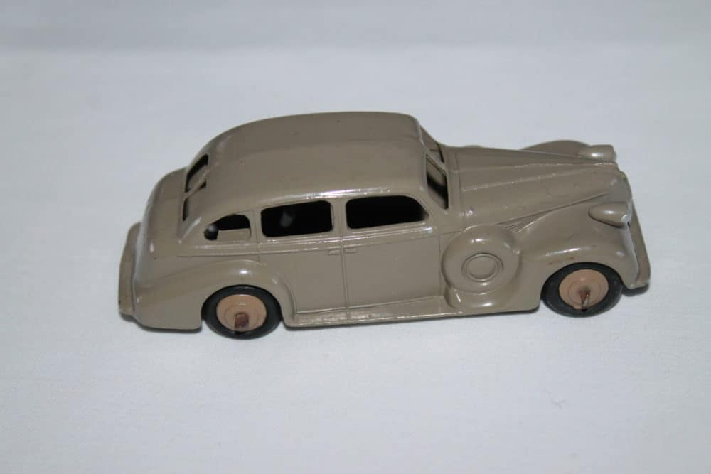 Dinky Toys 39d Buick-side