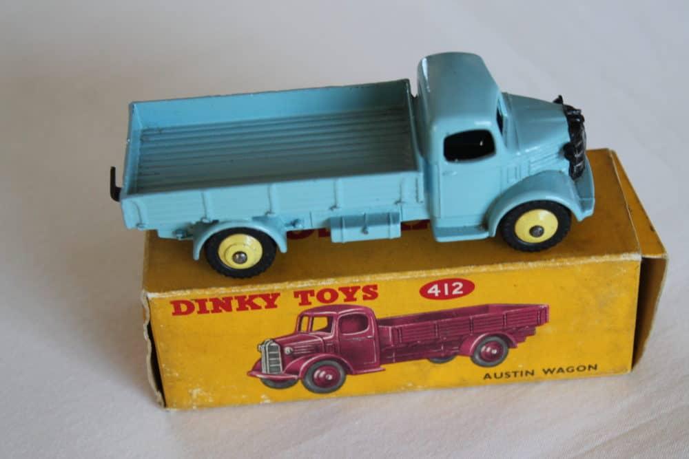 Dinky Toys 412 Austin Wagon-side