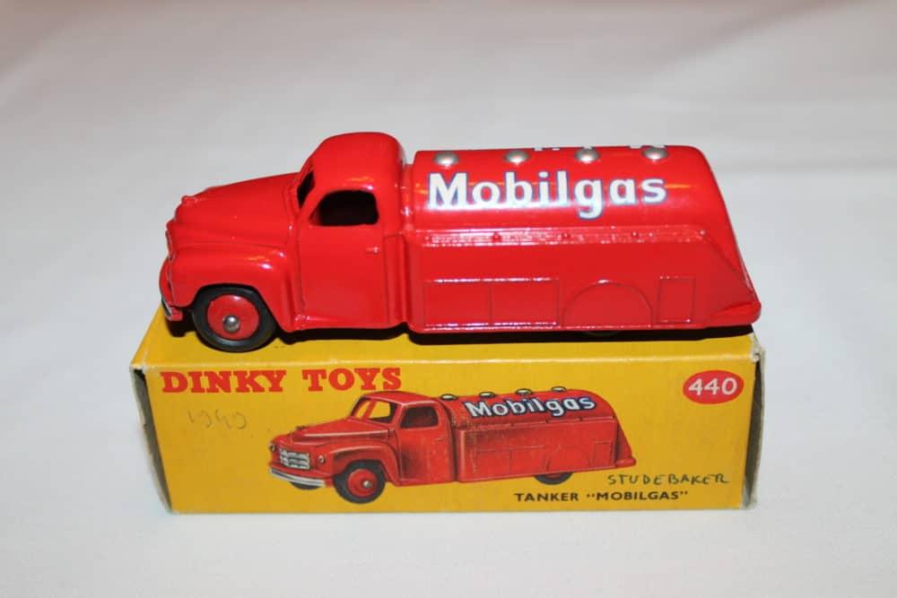Dinky Toys 440 Studebaker Tanker 'Mobilgas'