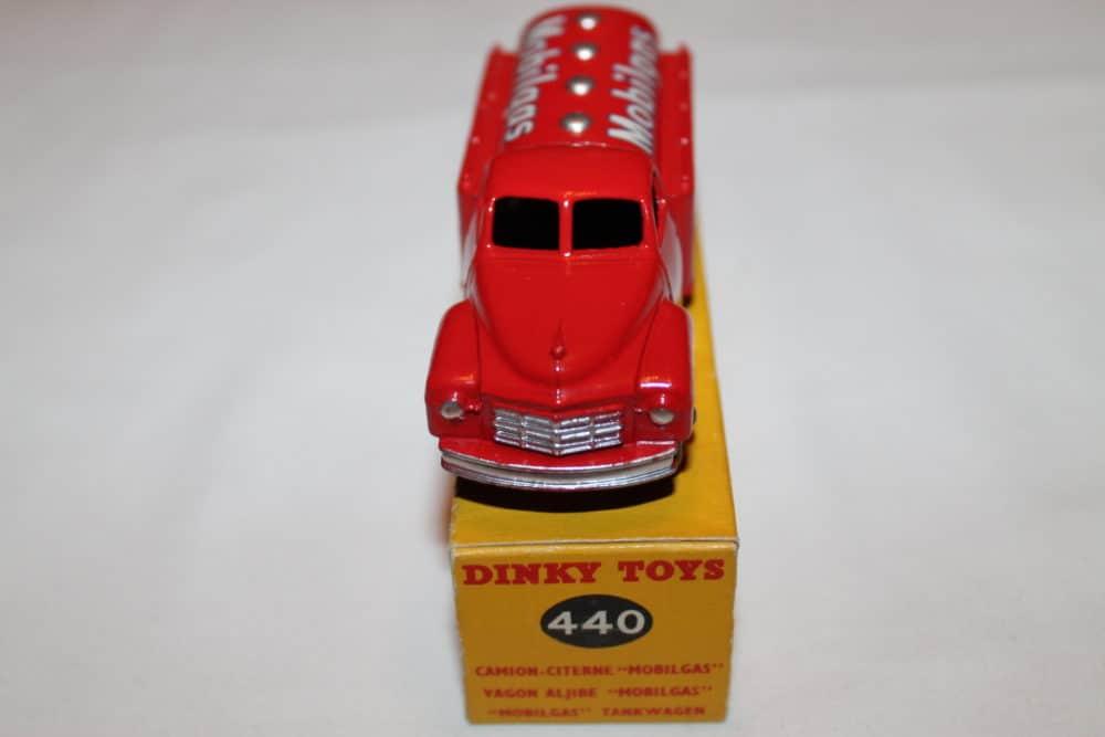 Dinky Toys 440 Studebaker Tanker 'Mobilgas'-front