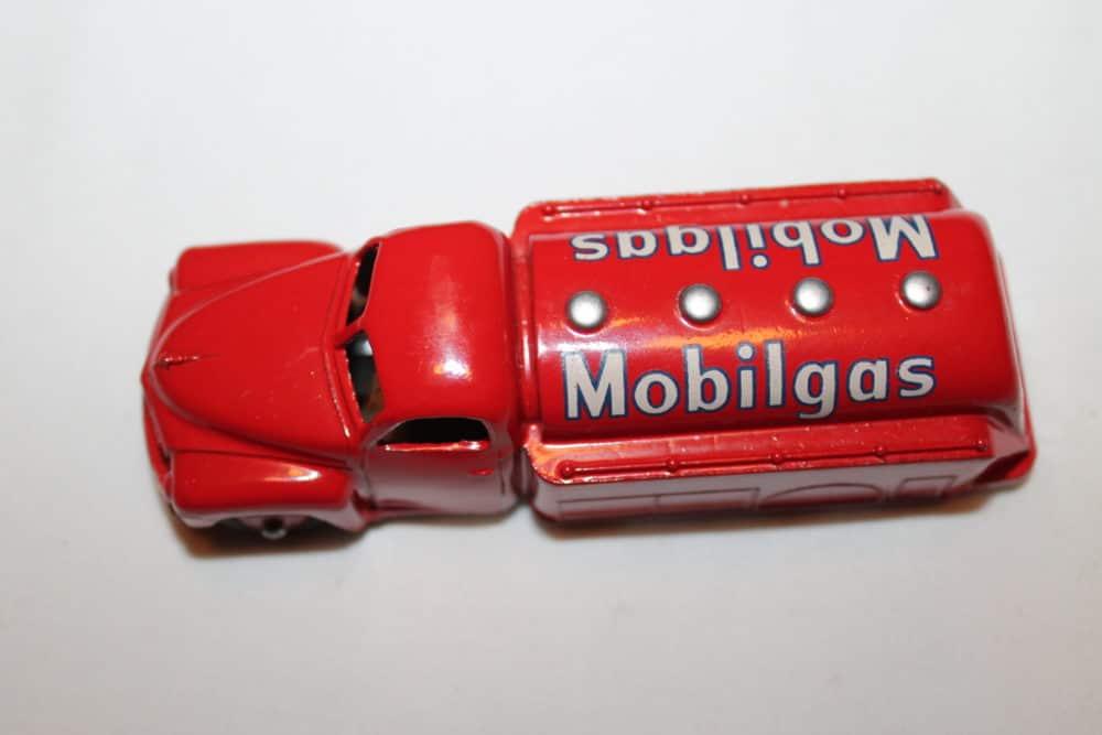 Dinky Toys 440 Studebaker Tanker 'Mobilgas'-top