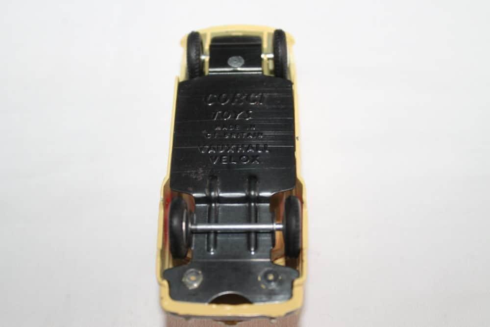 Corgi Toys 203 Vauxhall Velox Saloon-base