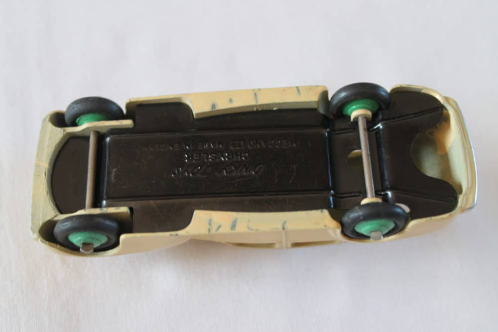 Dinky Toys 039EU Chyrsler Saloon-base