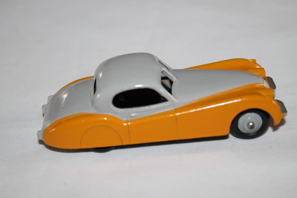 Dinky Toys 157 Jaguar XK 120-side