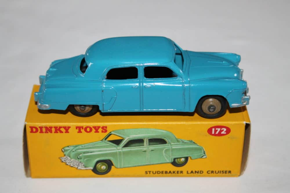 Dinky Toys 172 Studebaker Land Cruiser-side