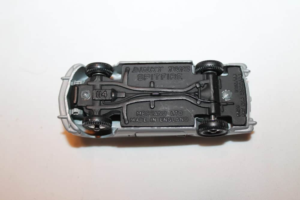 Dinky Toys 114 Triumph Spitfire-base