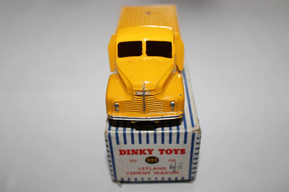 Dinky Toys 933 Leyland Cement Lorry-front