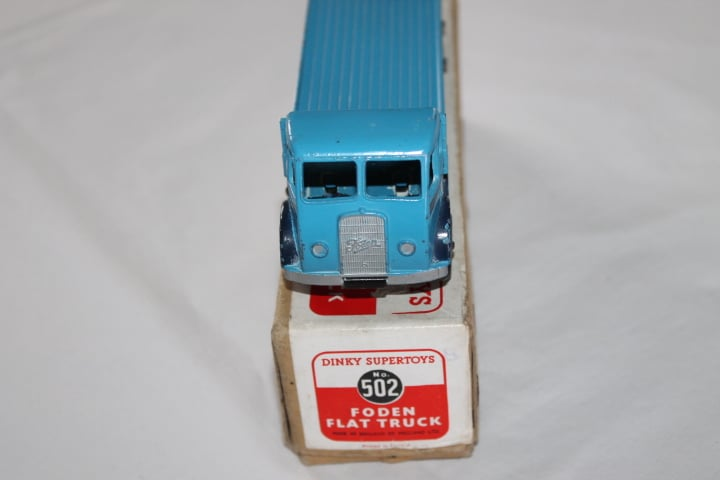 Dinky Toys 502 1st Cab Foden Flat truck-front