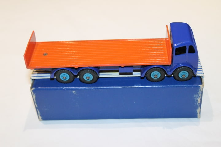 Dinky Toys 903/503 2nd Cab Foden Flat truck with Tailboard-side