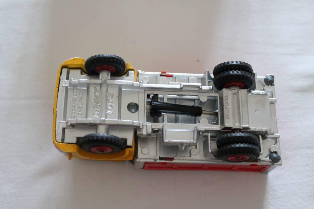 Dinky Toys 435 Bedford TK Tipper-base