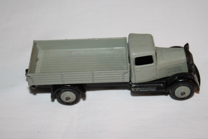 Dinky Toys 025E Tipping Wagon-side