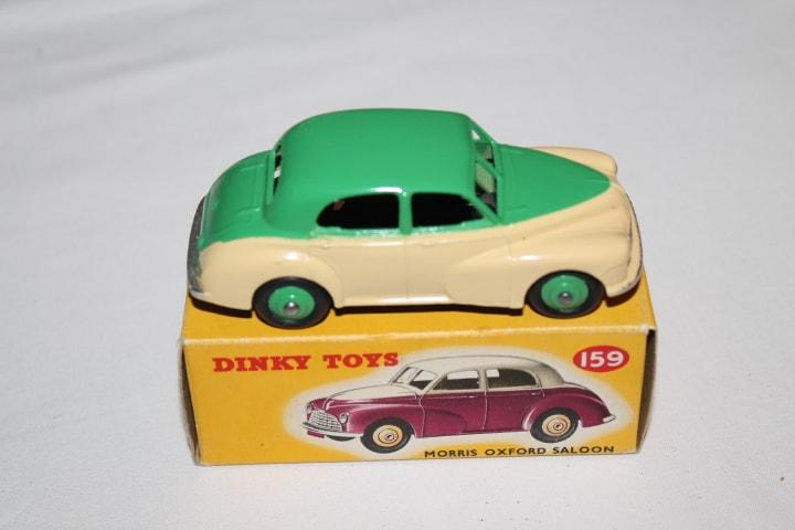 Dinky Toys 159 Morris Oxford-side