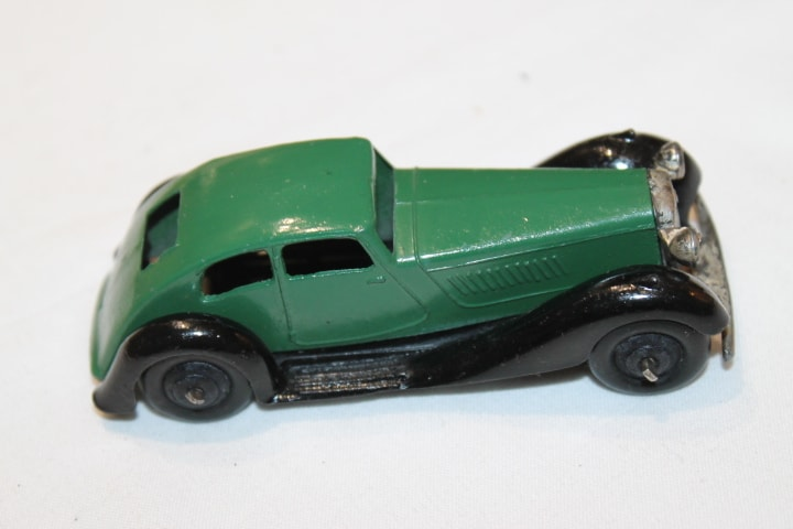 Dinky Toys 036d Rover Saloon-side