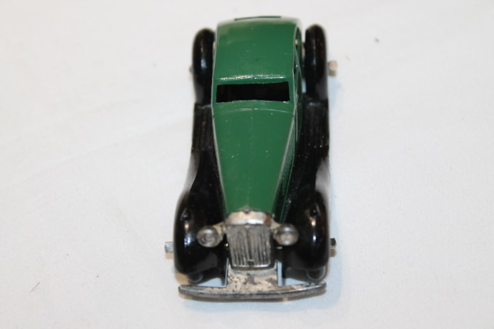 Dinky Toys 036d Rover Saloon-front