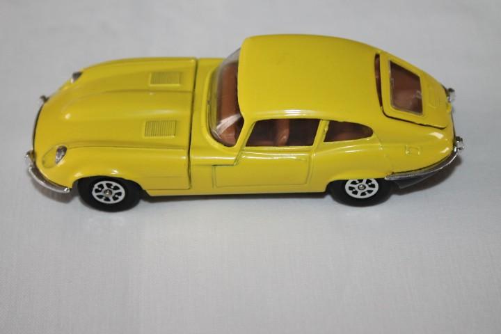 Corgi Toys 374 V12 Jaguar 'E' Type-leftside