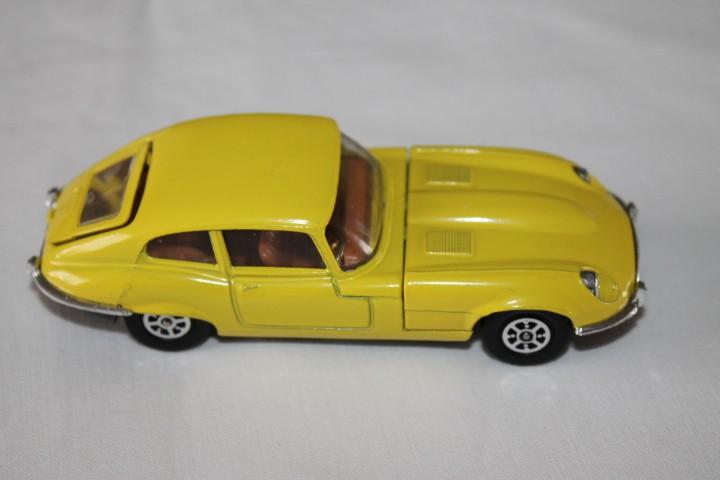 Corgi Toys 374 V12 Jaguar 'E' Type-rightside