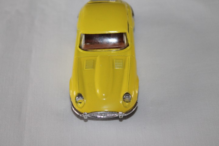 Corgi Toys 374 V12 Jaguar 'E' Type-front