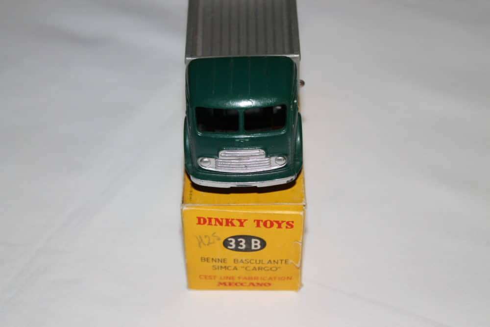 French Dinky Toys 033B Simca cargo Truck-front