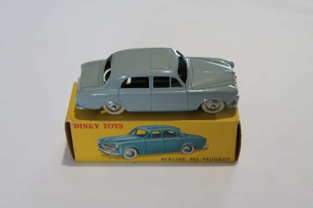 French Dinky Toys 024B Berline 403 Peugeot-side