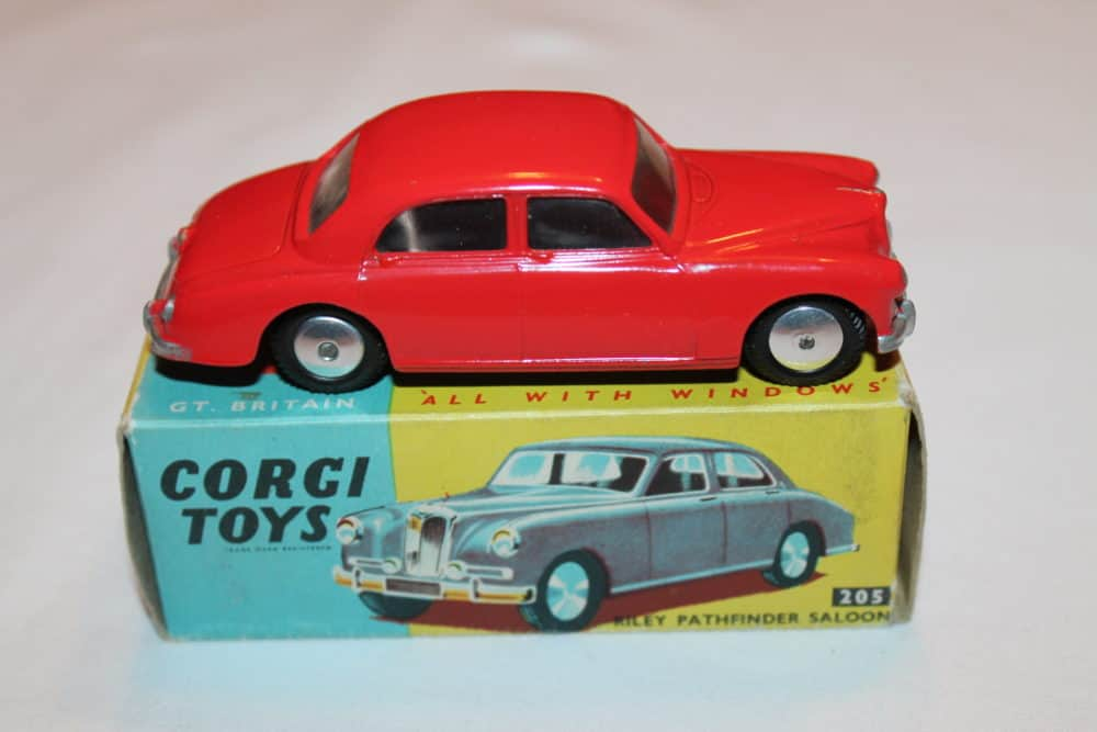 Corgi Toys 205 Riley Pathfinder-side