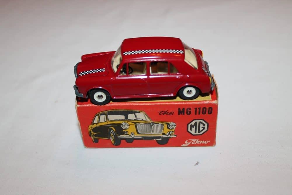 Tekno Toys 832 MG 1100