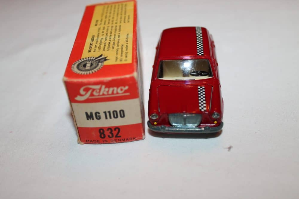 Tekno Toys 832 MG 1100-front