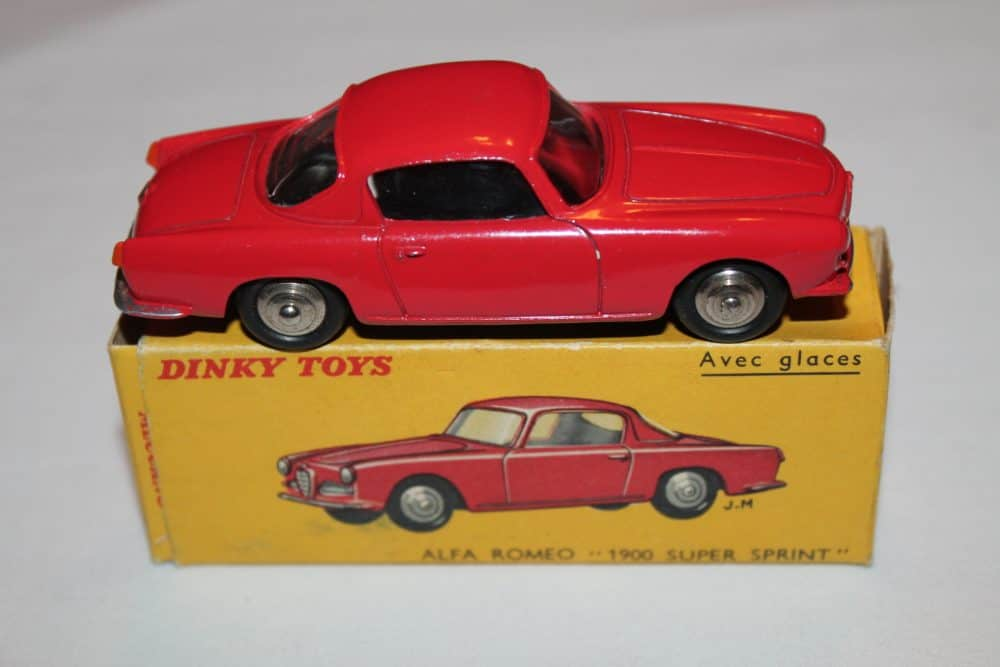 French Dinky Toys 024J Alfa Romeo 1900 Sprint-side