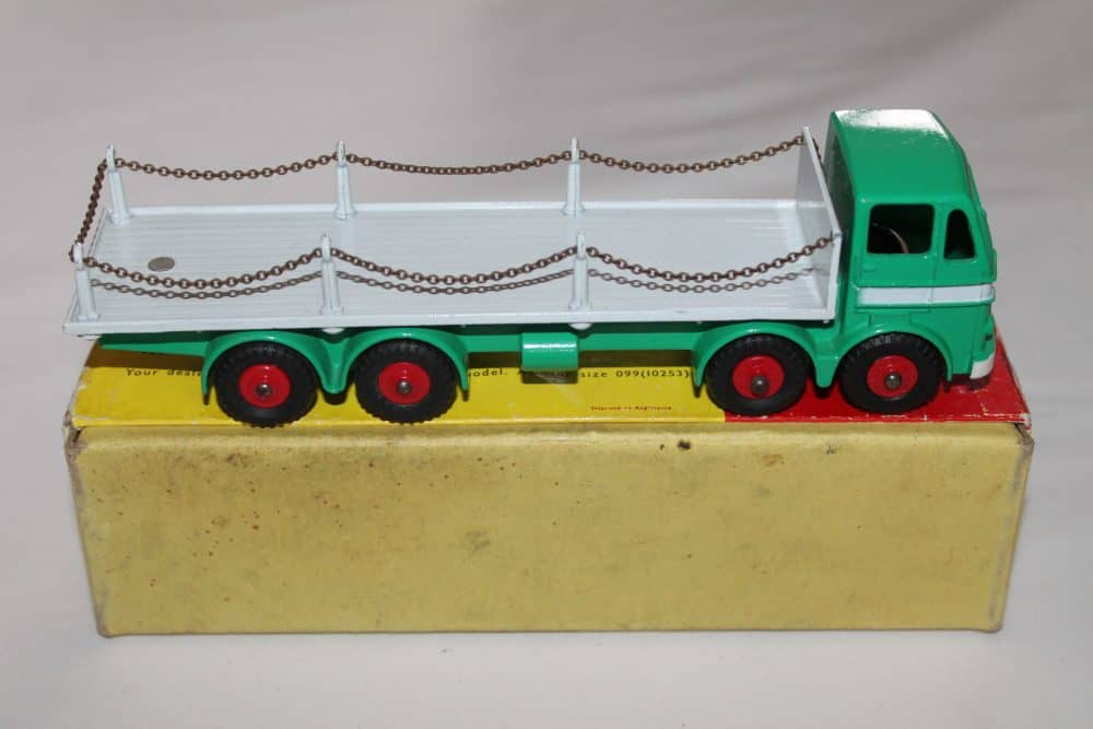 Dinky Toys 935 Leyland Octopus Chain Lorry-side