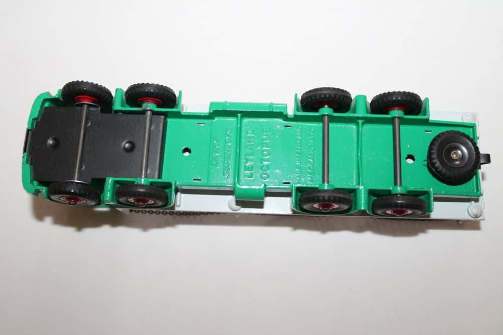 Dinky Toys 935 Leyland Octopus Chain Lorry-base