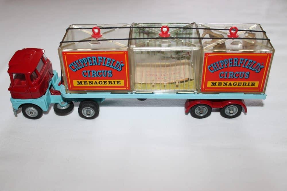 Corgi Toys 1139 Chipperfield's Menagerie-leftside