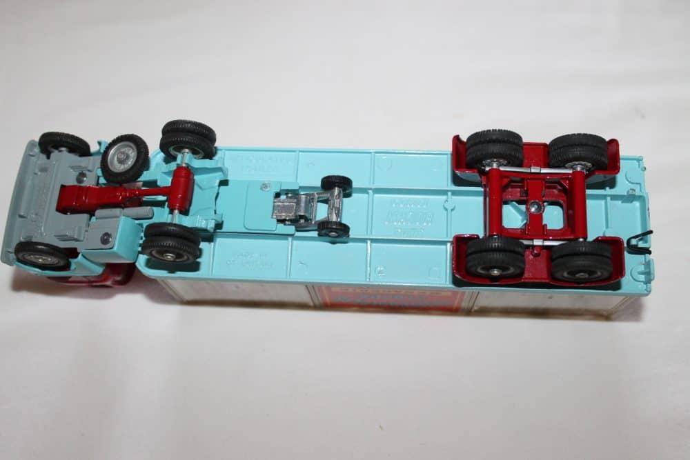 Corgi Toys 1139 Chipperfield's Menagerie-base