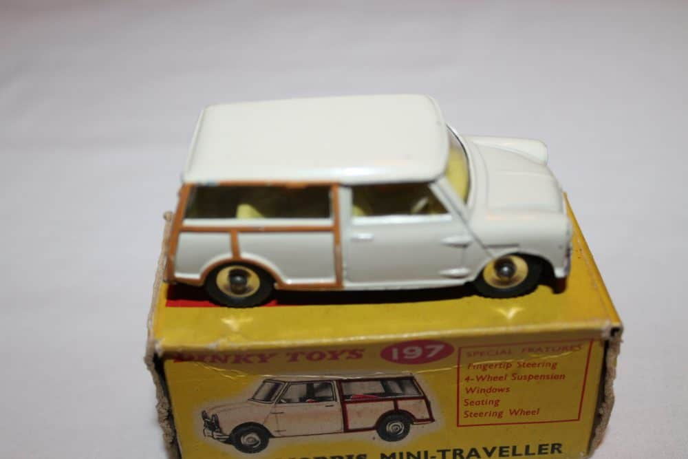 Dinky Toys 197 Morris Mini Traveller-side