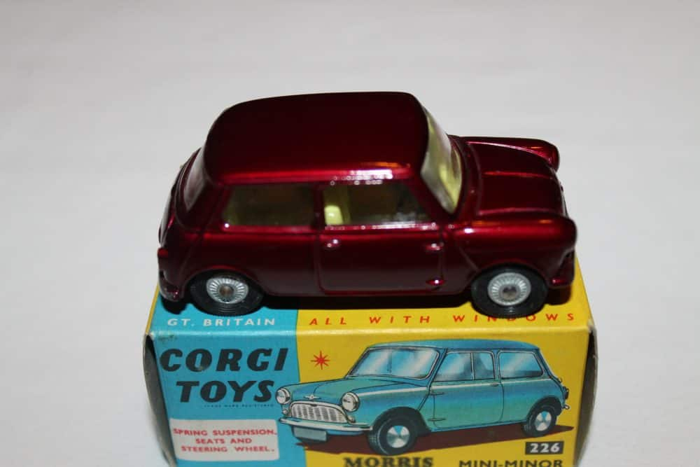 Corgi Toys 226 Morris Mini Minor-side