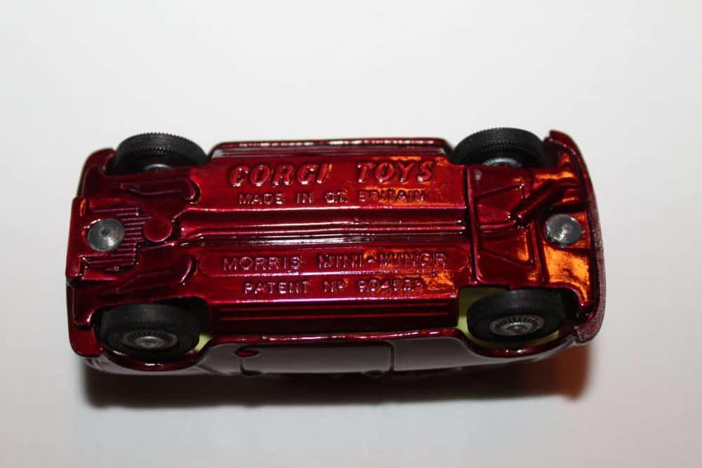 Corgi Toys 226 Morris Mini Minor-base