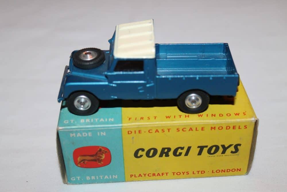 Corgi Toys 406 Land Rover (109 WB)
