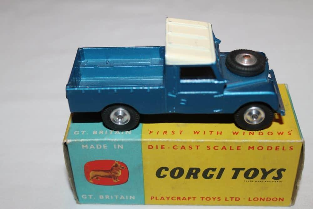 Corgi Toys 406 Land Rover (109 WB)-side