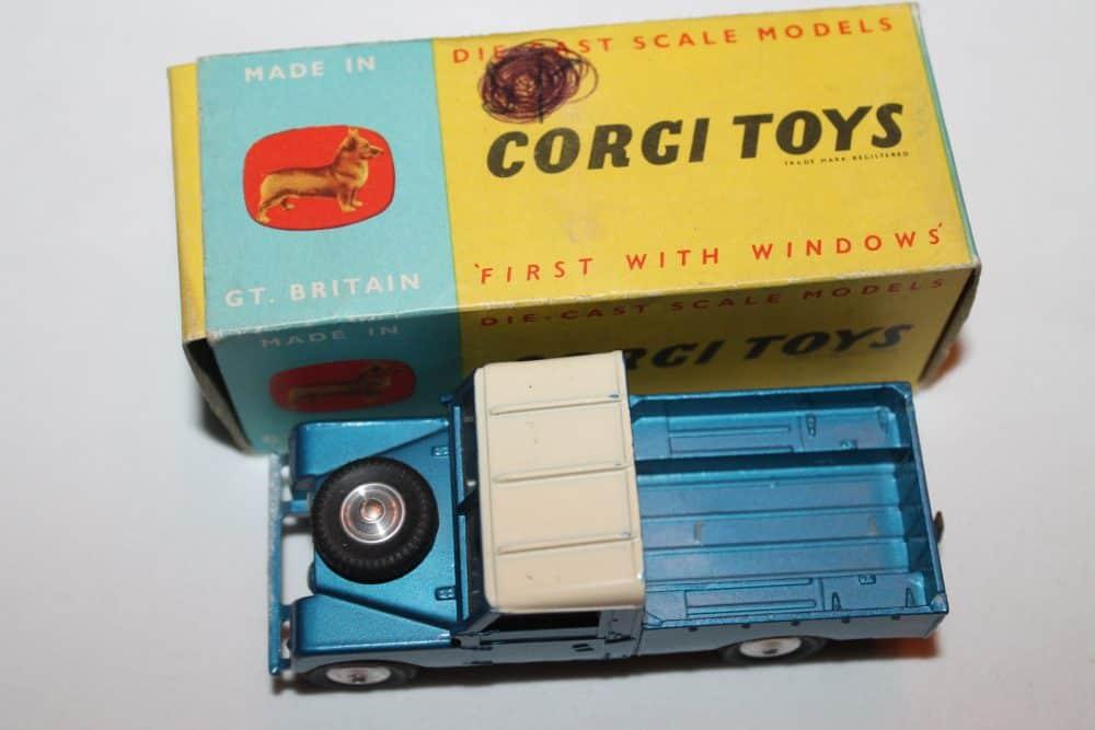 Corgi Toys 406 Land Rover (109 WB)-top