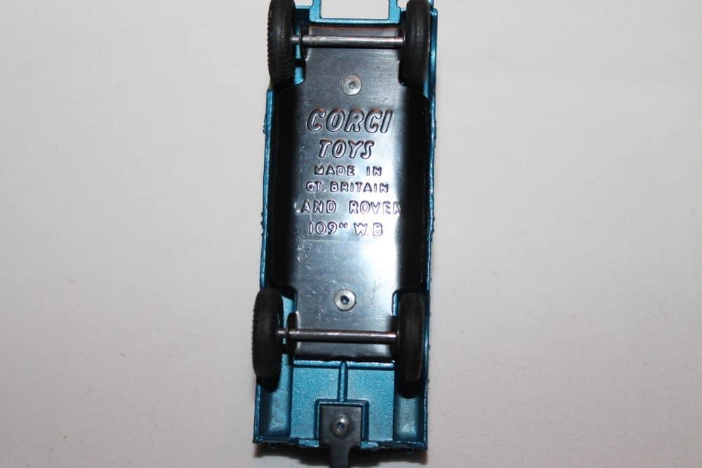 Corgi Toys 406 Land Rover (109 WB)-base