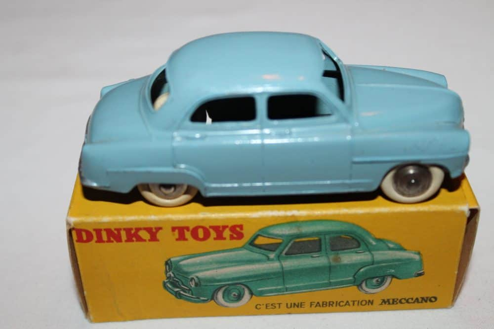 French Dinky 024U Simca 9 'Aronde'-side