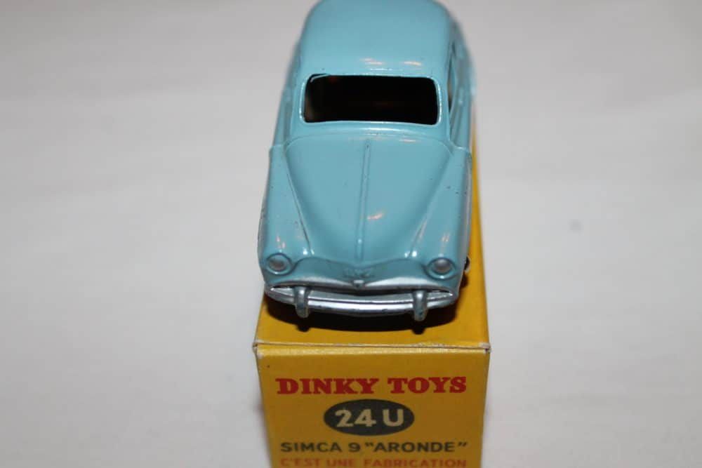 French Dinky 024U Simca 9 'Aronde'-front
