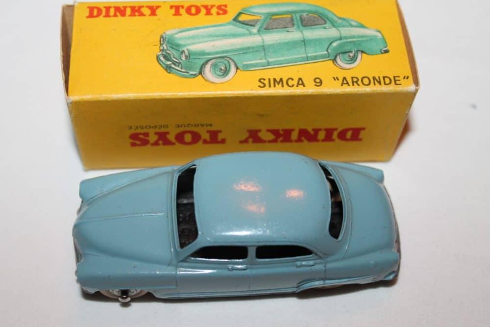 French Dinky 024U Simca 9 'Aronde'-top