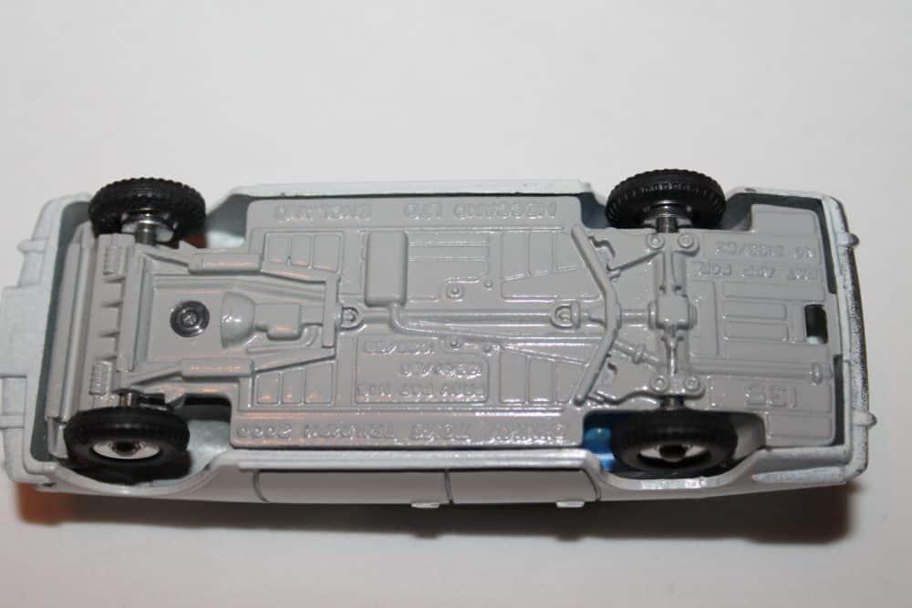 Dinky Toys 135 Triumph 2000 Rare Promotional-base