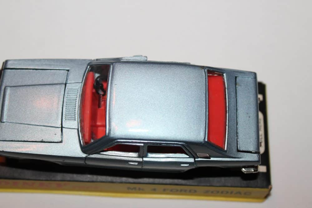 Dinky Toys 164 Mk 4 Ford Zodiac Rare Issue-top