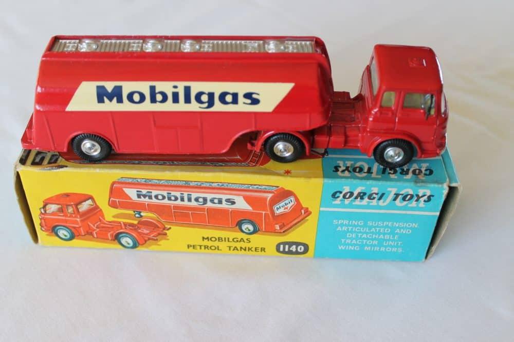 Corgi Toys 1140 Bedford Mobilgas Petrol Tanker-side